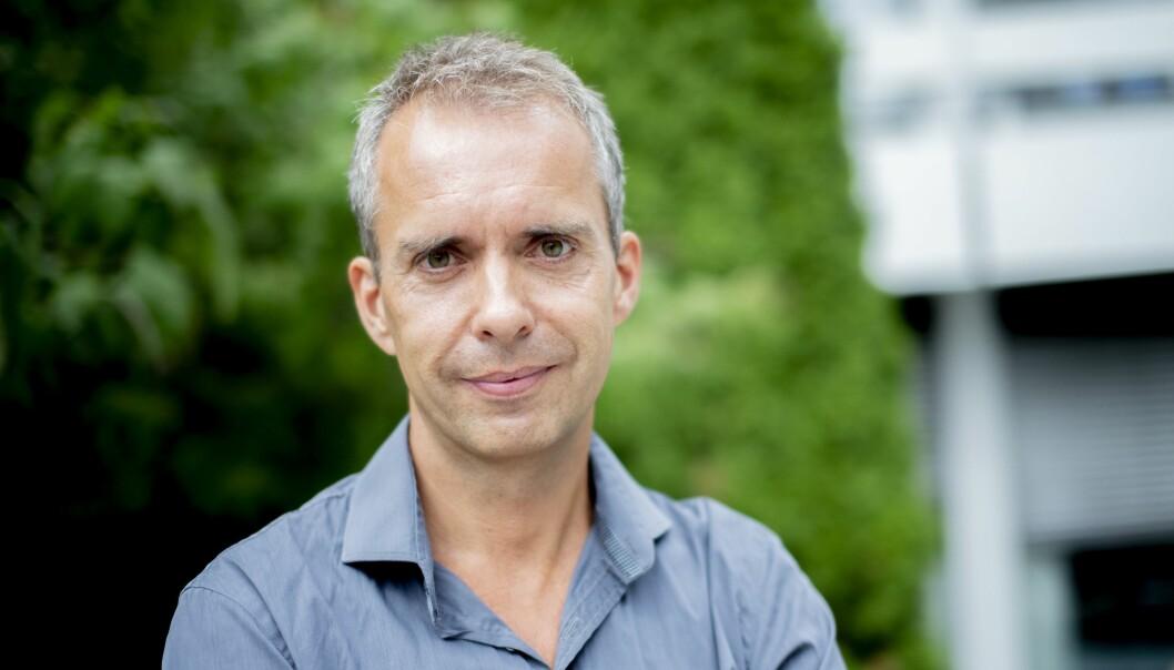 TÅREVÅTT: Rett før han møter Medier24 har Jarle Roheim Håkonsen fått mange lange klemmer fra gode kollegaer gjennom mange år. Noen tårer ble det også.