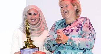 Statsministeren delte ut brobyggerpris til «Skam»-skuespiller: - Iman Meskini har bidratt til å minske fordommer