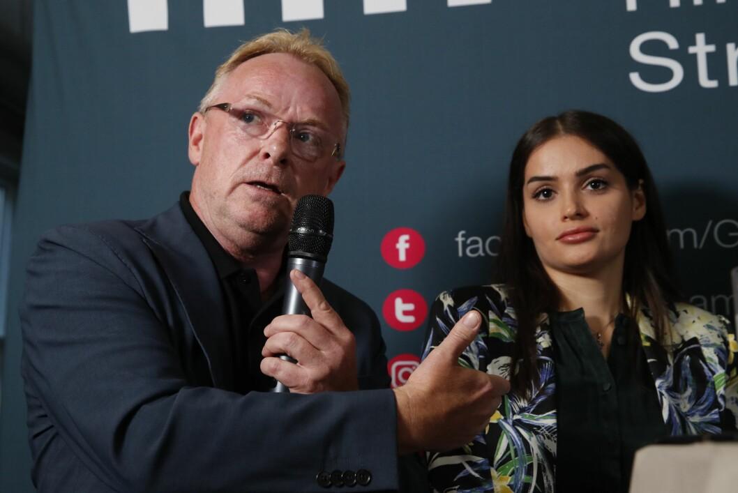 Per Sandberg og Bahareh Letnes møter pressen i Arendal