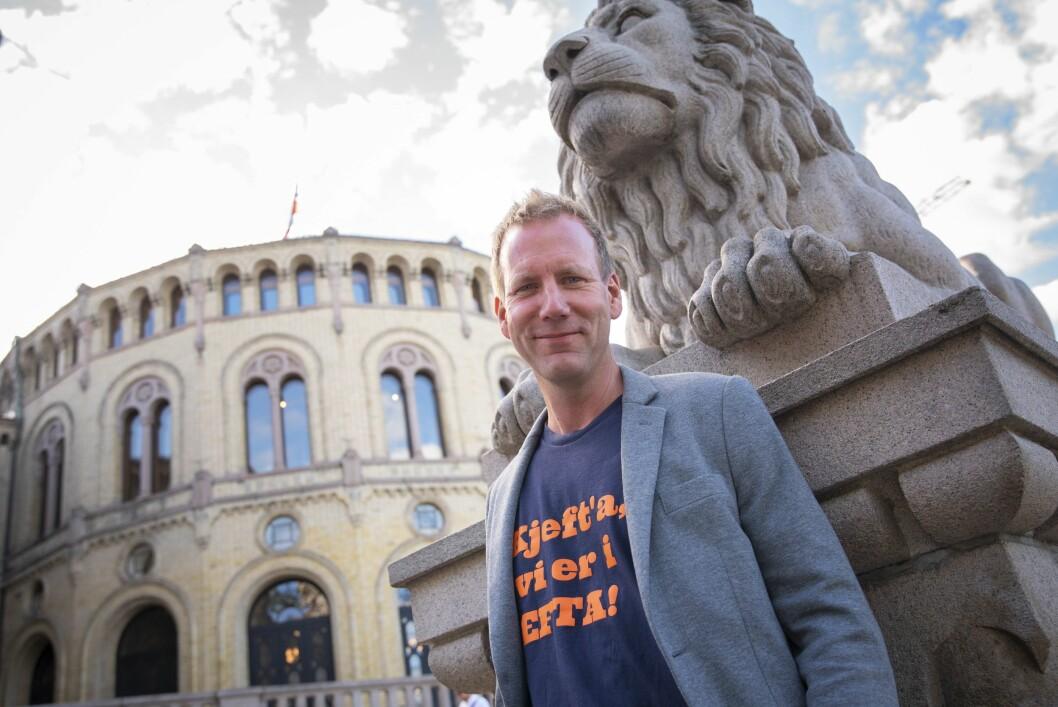 Politisk ekspert og satiriker Eirik Bergesen varr programleder for «All Makt».