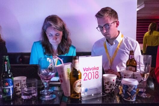 Politisk redaktør i VG, Hanne Skartveit og journalist Lars Joakim Skarvøy. Her frå under det svenske valet.