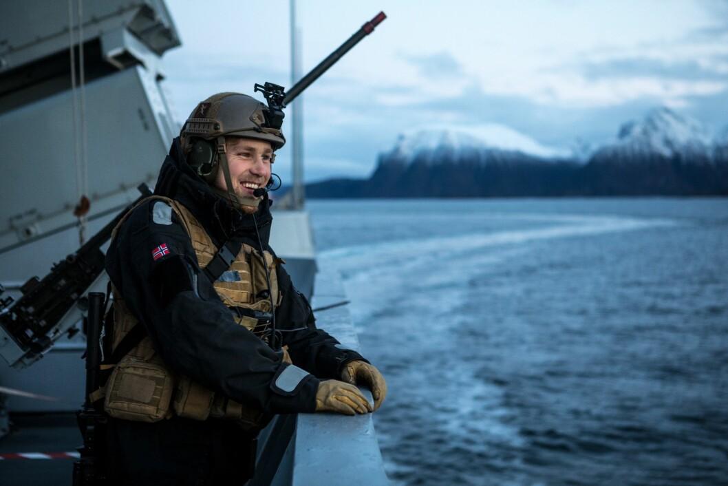 På et halvt år har Forsvaret fått 252 krav om innsyn - langt færre enn mange andre. Illustrasjonsfoto av en artillerist fra KNM Roald Amundsen under en øvelse.