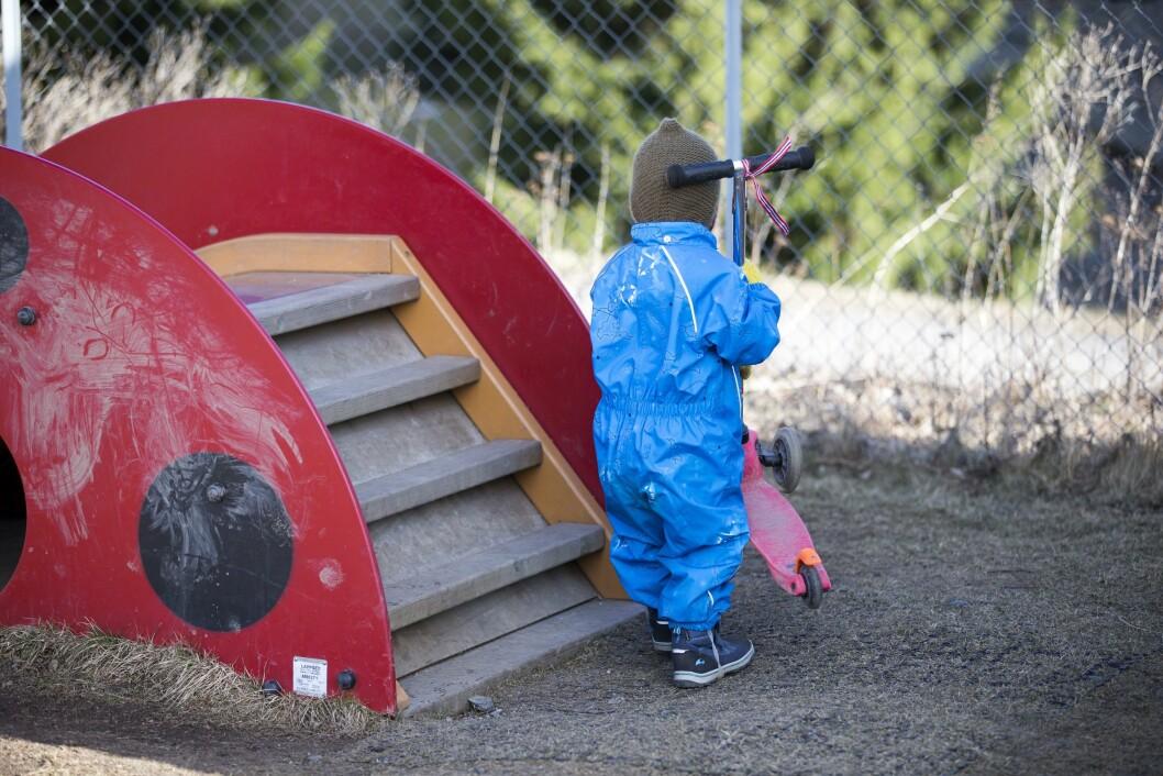 Ullensaker kommune sier opp avtalen med en fotograf som har tatt portrettfotografier av barn i kommunens barnehage og tilbudt retusjering av kviser og sår. Illustrasjonfoto - dette bildet er ikke fra den aktuelle barnehagen.