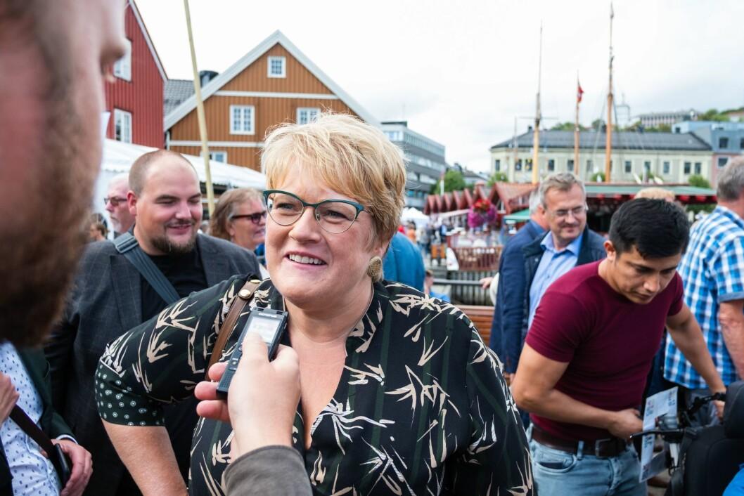 Kulturminister Trine Skei Grande (V) inviterer alle partene i DAB-konflikten til meklingsmøte.