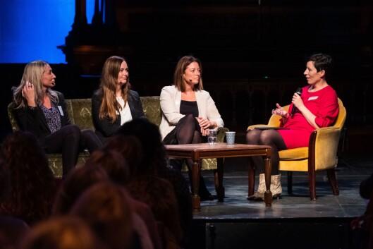 Marianne Steffensen Kielland, Kirsti Husby og Sarah Willand på scenen i lag med Ingeborg Volan fra Dagens Næringsliv torsdag.