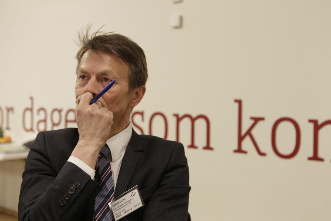 Hans Kristian Amundsen har skrevet historien bak de mange talene han skrev for statsministeren fra 22. juli til 21. august 2011, men Amundsen døde brått i sommer, uten å bli helt ferdig med manuskripet.
