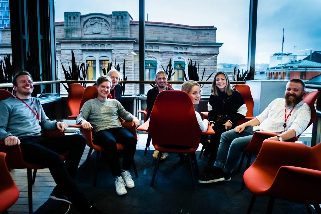 I et av fellesområdene i VG-huset sitter hele Snapchat-redaksjonen til VG. Fra venstre: Mathias Jørgensen, Eirik Tufteland Kroken, Stian Bråthen, Bastian Lunde Hvitmyhr, Kristina Kinne, Randi Midtskog og Jonathan Falk.