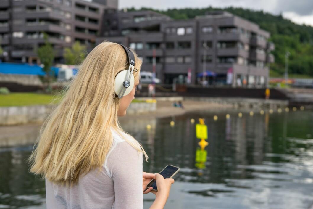 Seks av ti kvinner mellom 18 og 30 år har mottatt såkalte «dickpics» eller penisbilder. Det kommer fram i NRK-programmet. Illustrasjonsfoto