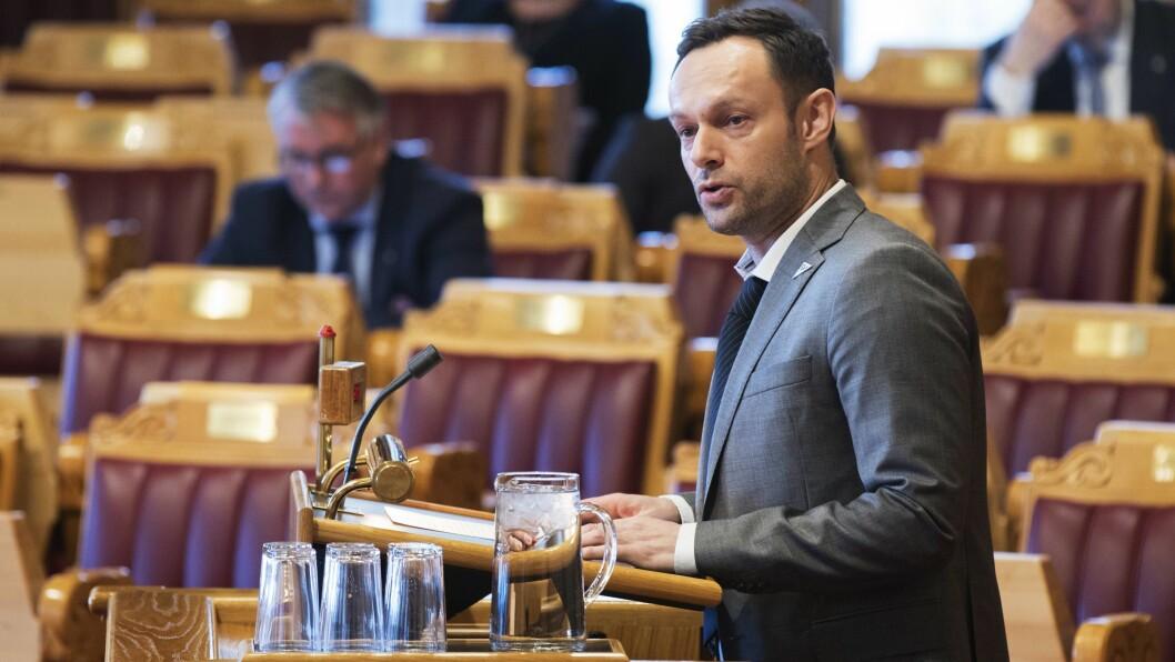 Torgeir Knag Fylkesnes (Sv) i stortingets spørretime i fjor høst. Nå sender han skriftlig spørsmål til kulturministeren.
