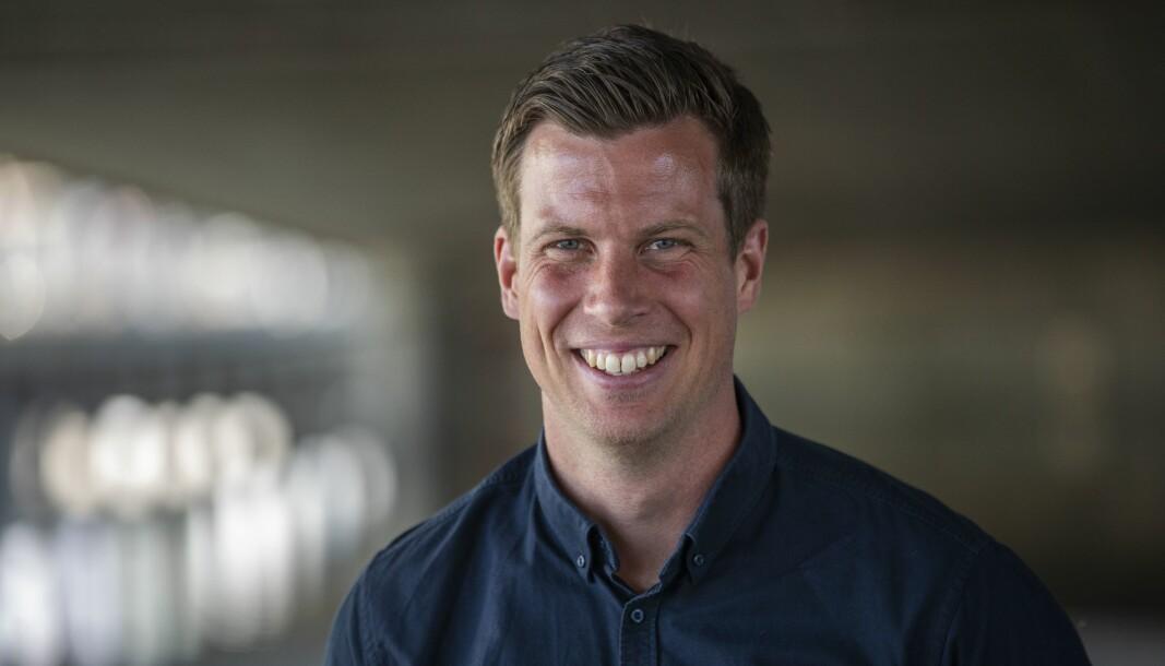 Fotballekspert Jesper Mathisen i TV 2, har testet positivt for koronasmitte. Kanalen mistenker at testen kan være falsk.