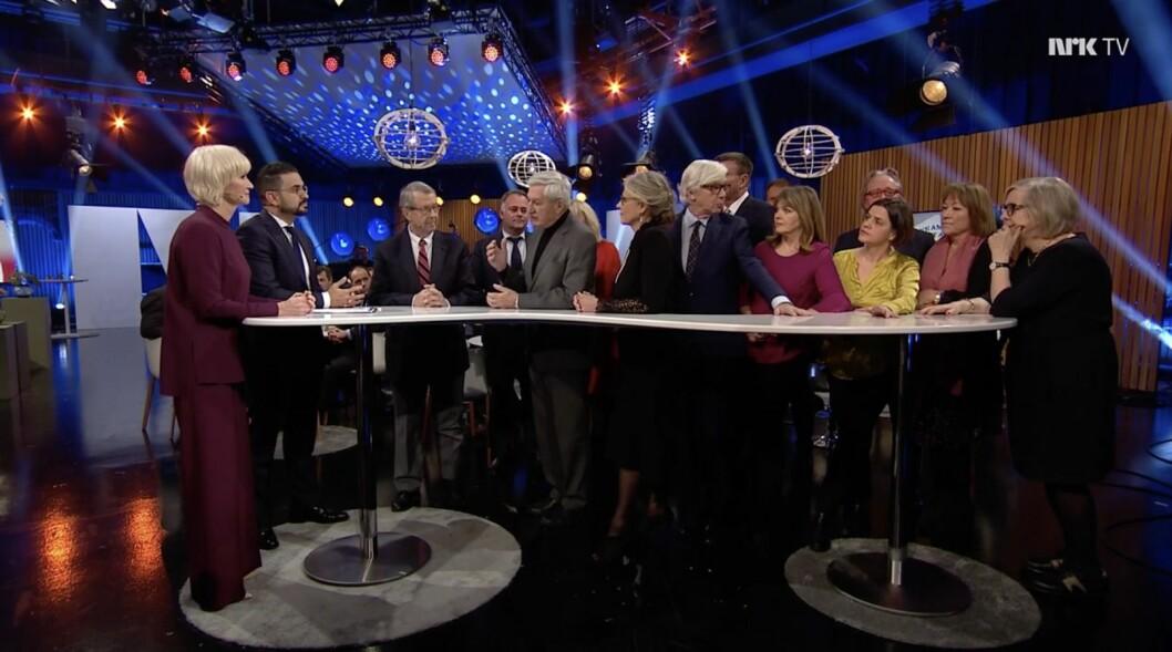 NRK-korrespondenter i studio under Dagsrevyens 60-årsfeiring. I dag fikk dette innslaget kritikk i Kringkastingsrådet.