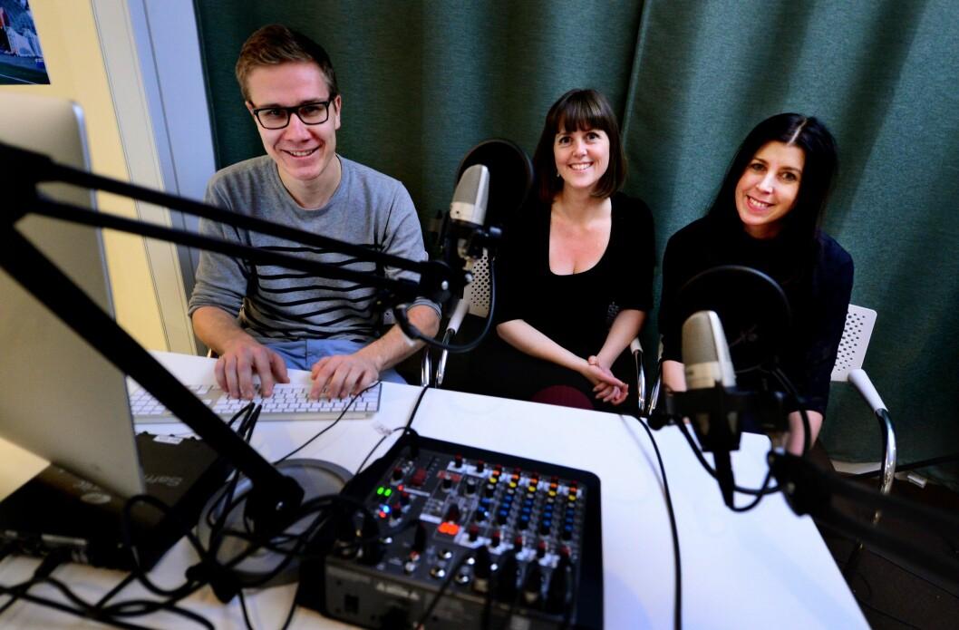 Programleiarane Truls Lian (journalist) og Marie Olaussen (samfunnsredaktør) saman med Yvonne Laursen (seljar).