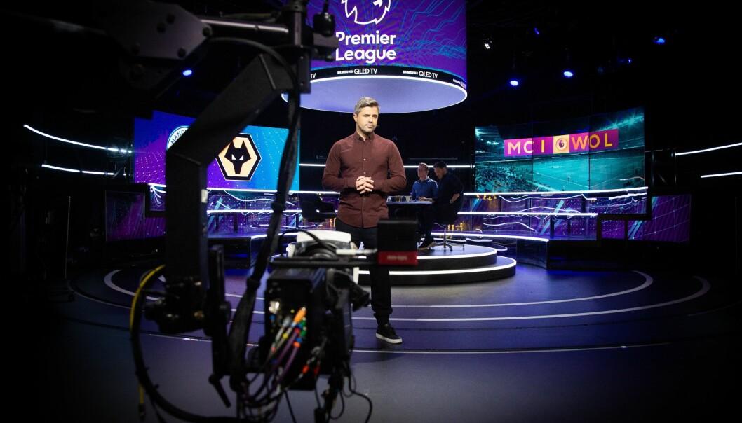 TV 2s Premier League-anker, Jan Henrik Børslid, i aksjon foran kamera før Manchester City mot Wolverhampton i januar 2019.