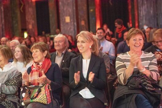 Sjefredaktør Alexandra Beverfjord i Dagbladet under avisas 150-årsmarkering. Til høyre for henne: hodejeger Heidi Wiggen i Visindi og kulturminister Trine Skei Grande (V).