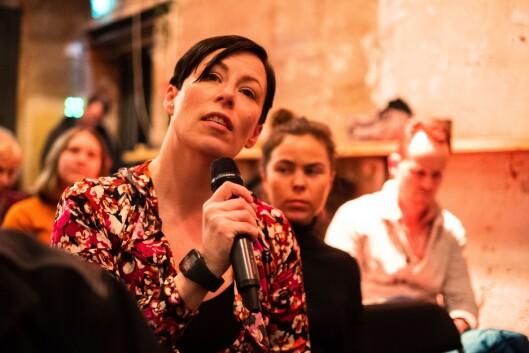 Ingeborg Volan i Dagens Næringsliv var publikum i debatten om kommentarfeltet i regi av Oslo journalistklubb og Oslo redaktørforening.