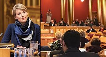 Kun én kvinne i Stortingets presselosje under debatt om regjeringsplattformen