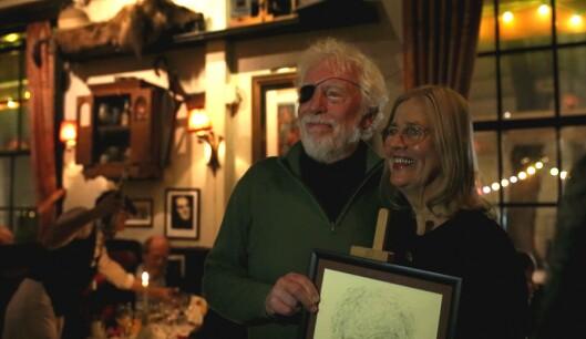 Stein Kåre Kristiansen sammen med tegner Wenche Øyen.