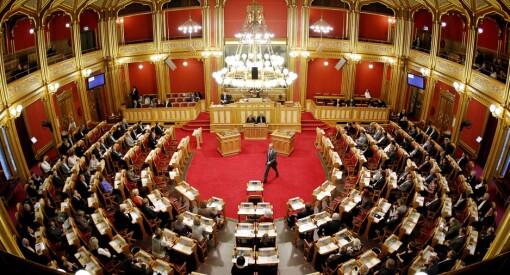 NRK ble sitert 144 ganger på Stortinget i fjor, men VG er like bak: Se oversikten her