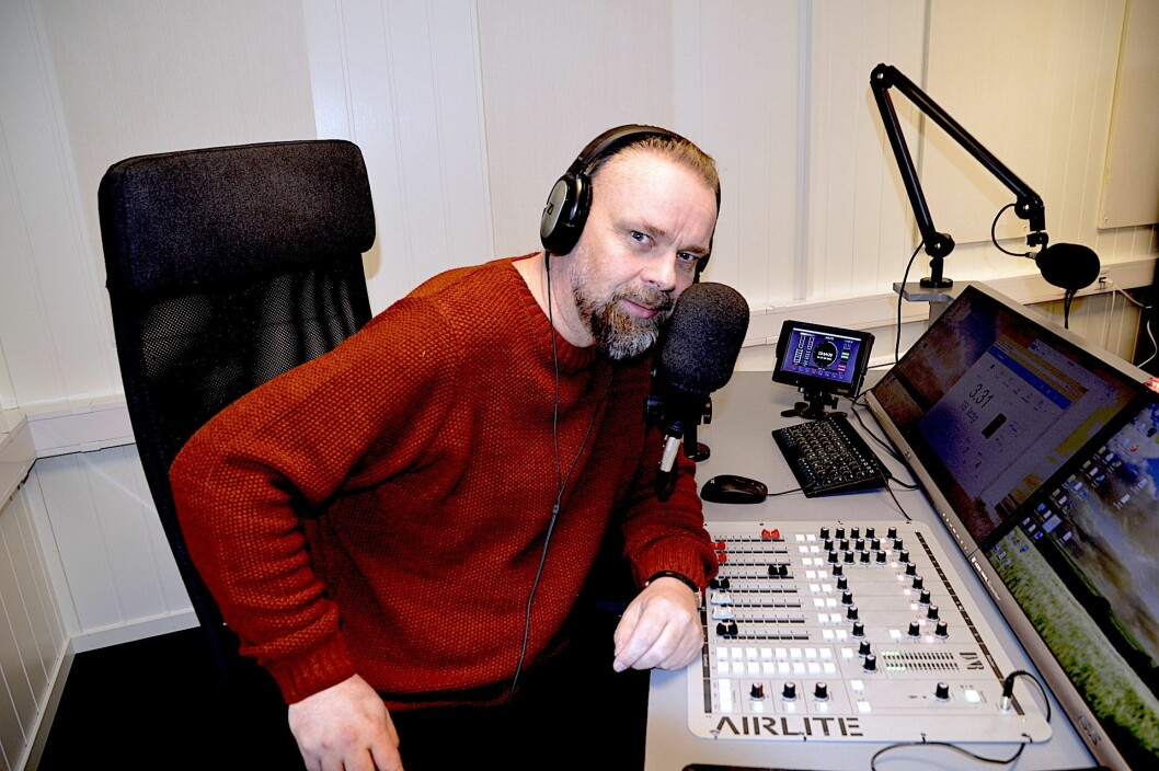 Han har lang erfaring fra radio, og skal nå lede Nea Radio-sendingene.