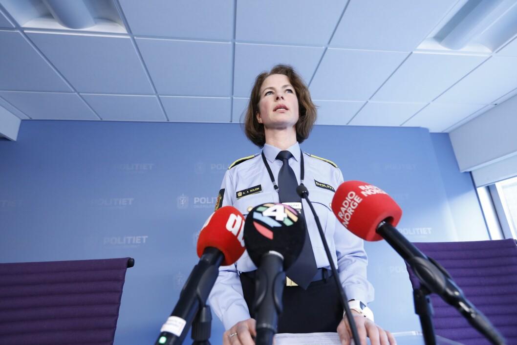 Anne Alræk Solem, seksjonsleder for etterforskning av alvorlige voldssaker ved Oslo politidistrikt under en pressebrief om et drap på Ellingsrud i Oslo onsdag. I følge politiet er en mann i 30-årene pågrepet for å ha drept sin mor.