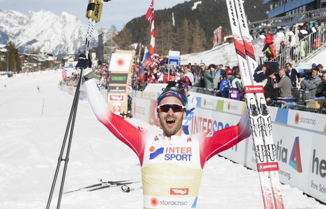 Hans Christer Holund blir verdensmester på 50 km fri teknikk under VM på ski i Seefeld.