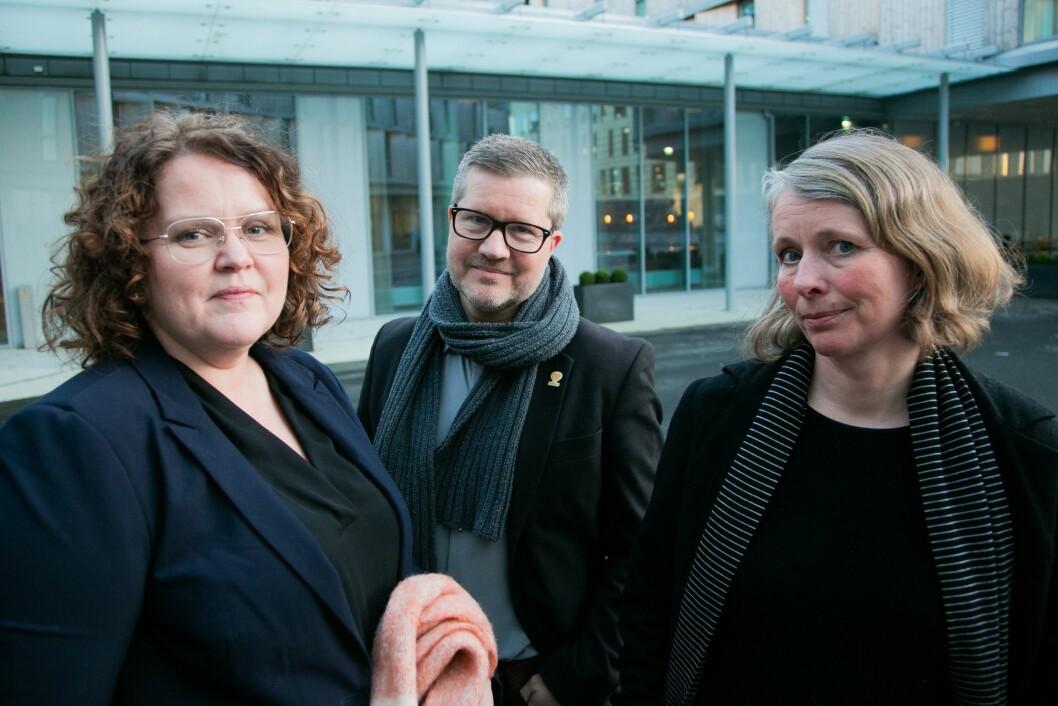 Kommunikasjonsdirektør i Helse Vest, Bente Aae, kommunikasjonsdirektør i Haukeland universitetssjukehus, Erik Vigander og juridisk rådgjevar i Helse Vest, Nina Næsheim.