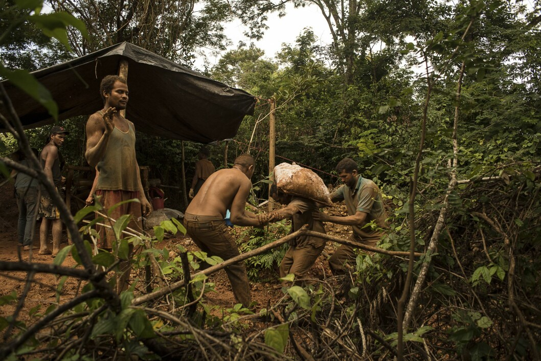 """El Callao is considered Venezuela's Gold Capital and one of the country's most dangerous city where civilians, miners and indigenous people are frequently murdered by criminal gangues known as """"Los Pranes"""" and corrupted police and military agents. Miners working in a mine."""