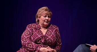 Erna Solberg harselerte med VG: – Om du er i krise og leverer en rapport, trenger du ikke stille i Dagsnytt 18