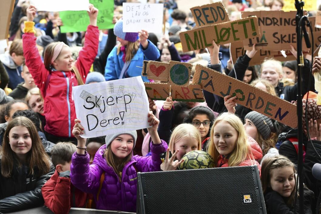 Skolestreik for klimaeT: Skoleelever og studenter demonstrerer på Torgalmenningen i Bergen under klimaopprøret torsdag. Foto: Marit Hommedal / NTB scanpix