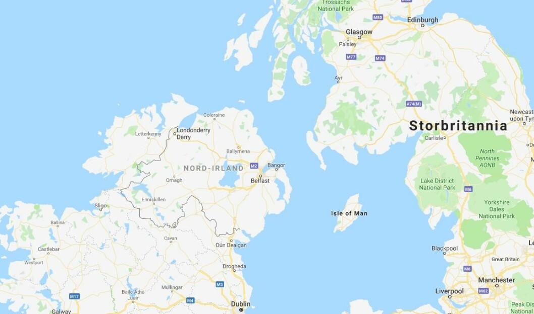 En journalist ble skutt under opptøyer i Nord-Irland torsdag kveld. Hun døde av skadene. Politiet mener Nye IRA står bak opptøyene og kaller det terror.