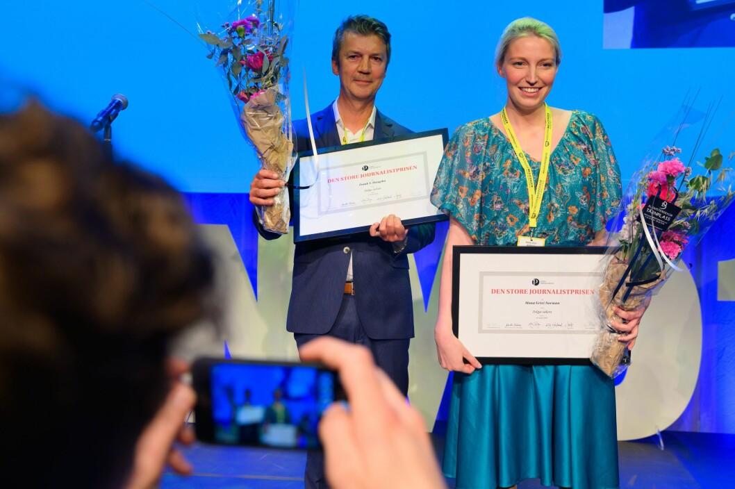 Prisvinnerne Mona Grivi Norman og Frank Haugsbø i VG for Tolga-saken. Maria Mikkelsen var ikke til stede under utdelingen.