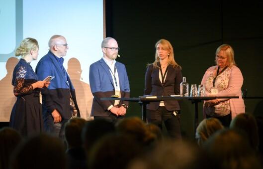 Møteleiar Elin Stueland, Sven Egil Omdal (NP), Gard Steiro (VG), Alexandra Beverfjord (Dagbladet) og Marit Ulriksen (Rana Blad).
