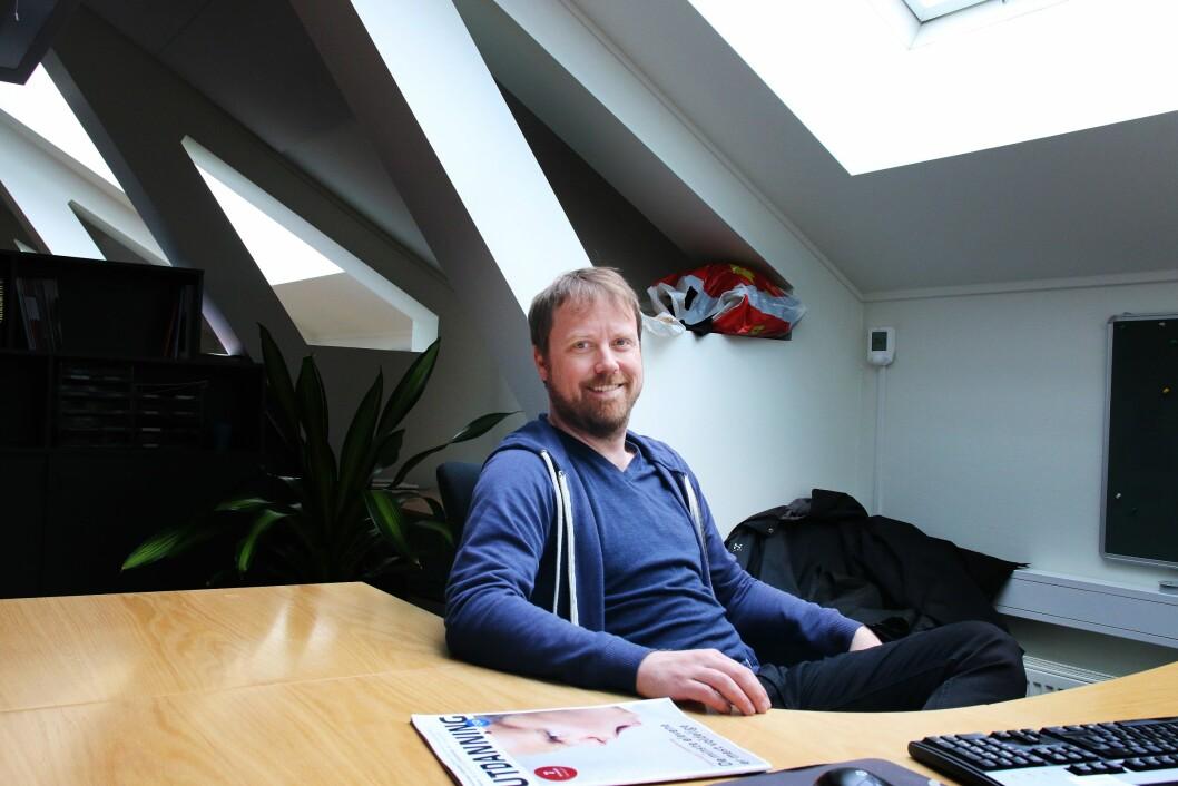 Utdannings Jørgen Jelstad trives bedre med dybdejournalistikken: – Jeg har alltid likt dybde framfor blålys, selv om begge deler er like viktig i journalistikken, sier han.