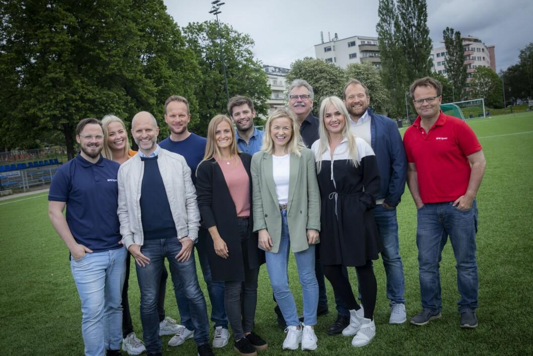 NRK og TV 2 samarbeider om fotball-VM for kvinner med denne gjengen. Fra venstre: Thomas Lerdahl, Malin Jørnholt, Christian Nilssen, Andreas Hagen, Melissa Wiik, Morten M. Skjønsberg, Lene Mykjåland, Harald Bredeli, Julie Strømsvåg, Andreas Stabrun Smith og Olav Traaen.