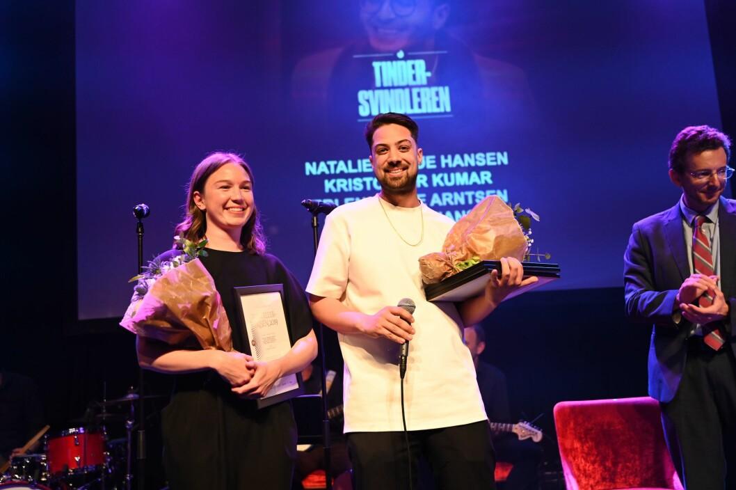 VGs Natalie Remøe Hansen og Kristoffer Kumar mottok diplom under Fortellingens Kraft 2019. Kollegaene Erlend Ofte Arntsen og Tore Kristiansen var ikke til stede.