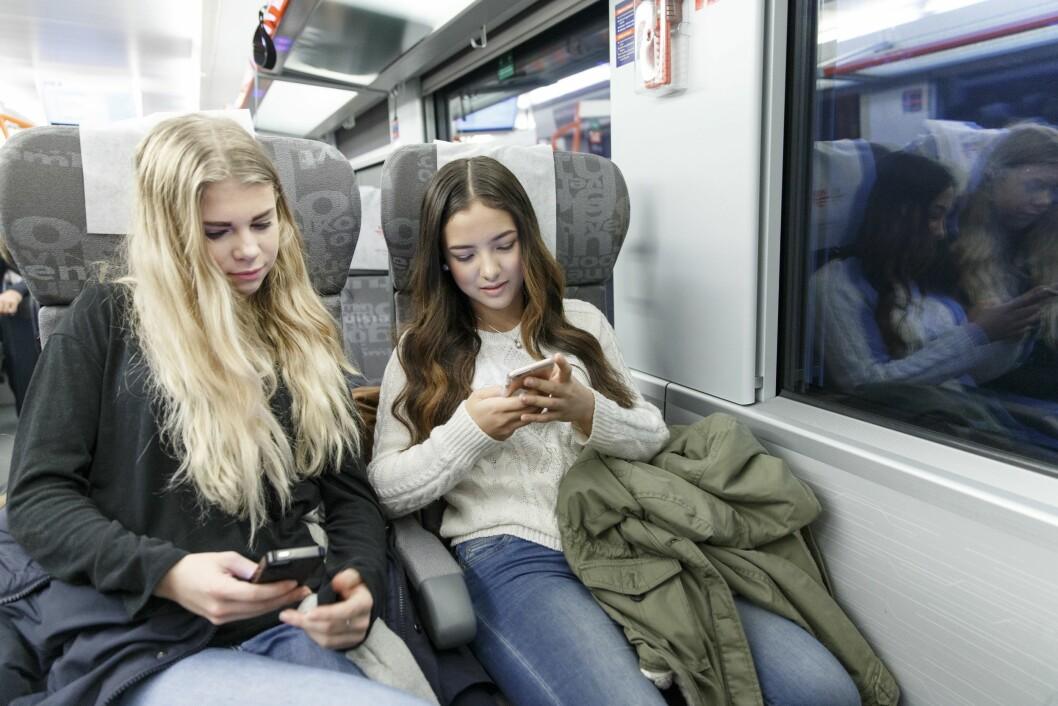 Seks av ti unge synes det er vanskelig å følge med i nyhetsbildet.