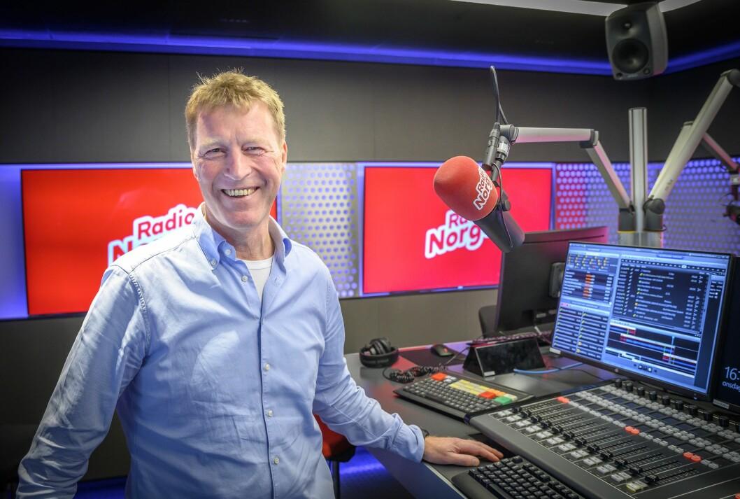 Administerende direktør Jim Receveur sier at Bauer Media blir værende i Norge.