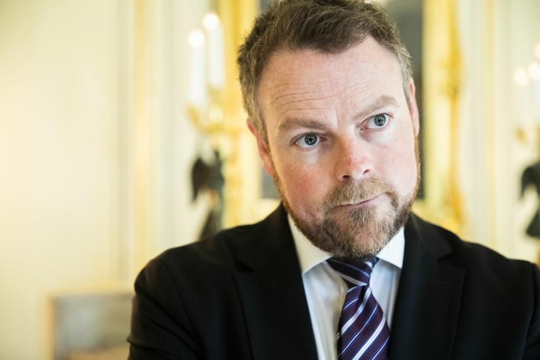 Næringsminister Torbjørn Røe Isaksen takket nei til å bidra, men mener likevel han burde ha stoppet Innovasjon Norges Sommarøy-stunt.