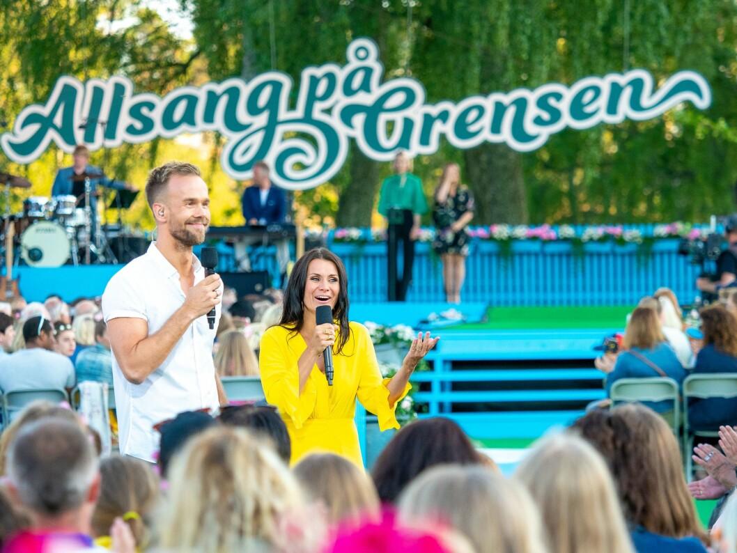Første runde av Allsang på Grensen begynte i går. Programlederne Katrine Moholt og Morten Hegseth skal lede showet. FOTO: Thomas Andersen / TV 2