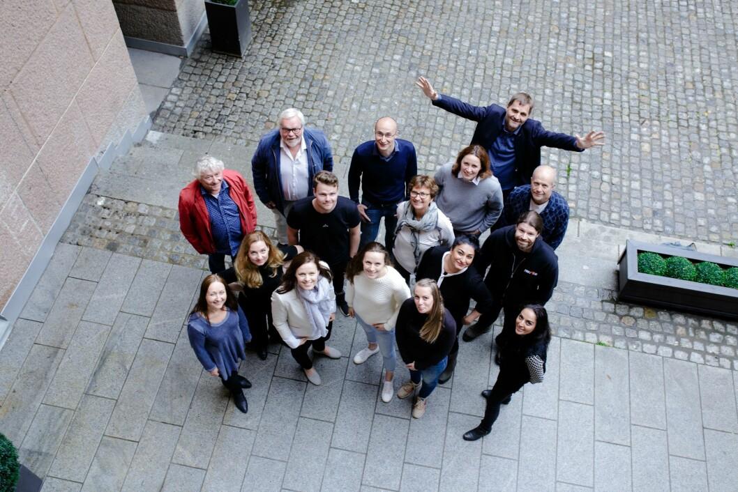 Dette er folkene som utgjør stammen i Oslo Media House - med gründer Magne Soundjock Otterdal med armene i været bakerst.