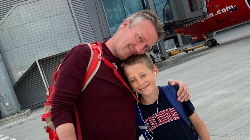 Svein Arne Haavik og sønnen Anders (12) på vei til sommerferie i Spania, hvor målet er å puste ut. Og slå VGs Bjørn Haugan i golf.