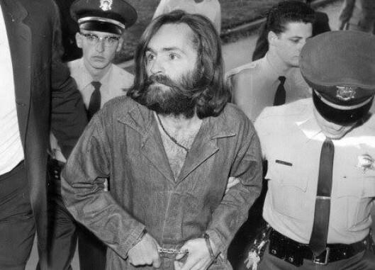 Charles Manson ble dømt til livstid i fengsel, for de grusomme handlingene han stod bak.