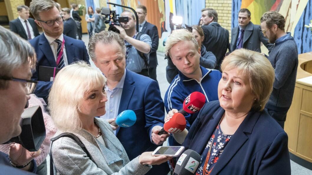 Statsminister Erna Solberg vert intervjua av Nettavisen, NRK, Dagbladet, VGTV og TV 2.