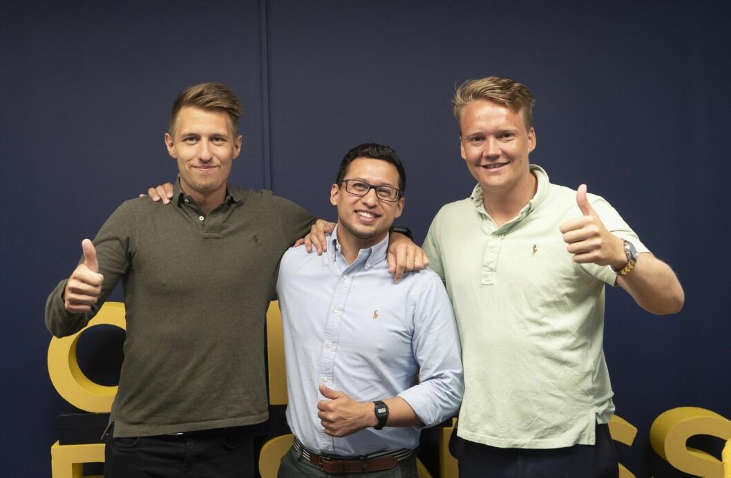 Oslo Business Forum-gründerne Marius Røed Wang og Christoffer Omberg med Mauricio Funes (i midten).