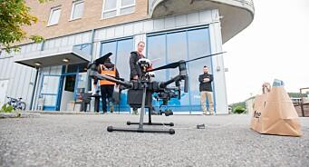 Glem det tradisjonelle avisbudet: Her leverer de papiravisa og sushi med drone!