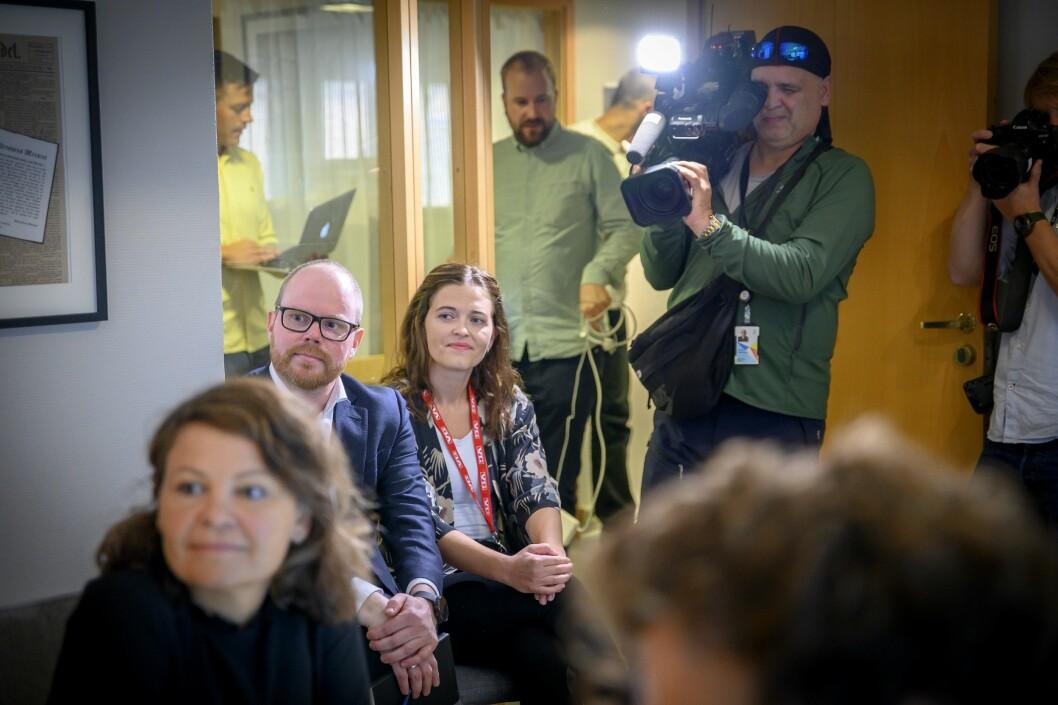 Sjefredaktør Gard Steiro og nyhetsredaktør Tora Bakke Håndlykken i VG i PFU-møtet 28. august 2019.