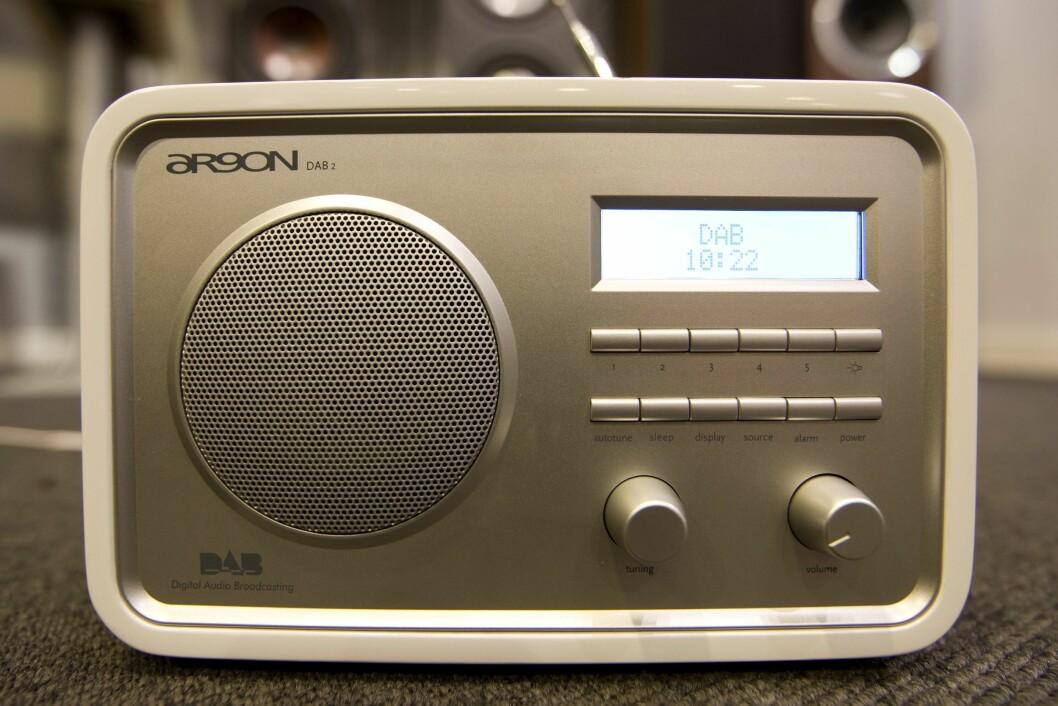 La det være sagt med en gang, det er lite som tyder på ro i den norske radiobransjen og man må nok være radiosjef i en riksdekkende radiostasjon for å påstå at norsk radio er i en solid fremgang.