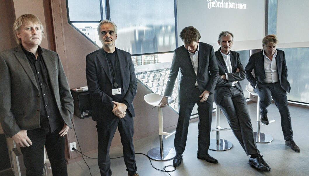 Fridtjof Nygaard, Eivind Ljøstad, Per Axel Koch, Nils K. Gauslaa og Willem Sijthoff avbildet under allmøtet da Polaris kjøpte Fædrelandsvennen og en rekke lokalaviser på Sørlandet.