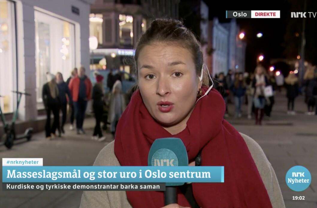 """«""""Tell, don't show"""" ser ut til å være prinsippet for Dagsrevyen når storkonflikter plutselig kommer til nabolaget», skriver Kjetil Rolness. I bildet: NRKs direktereporter på Dagsrevyen."""