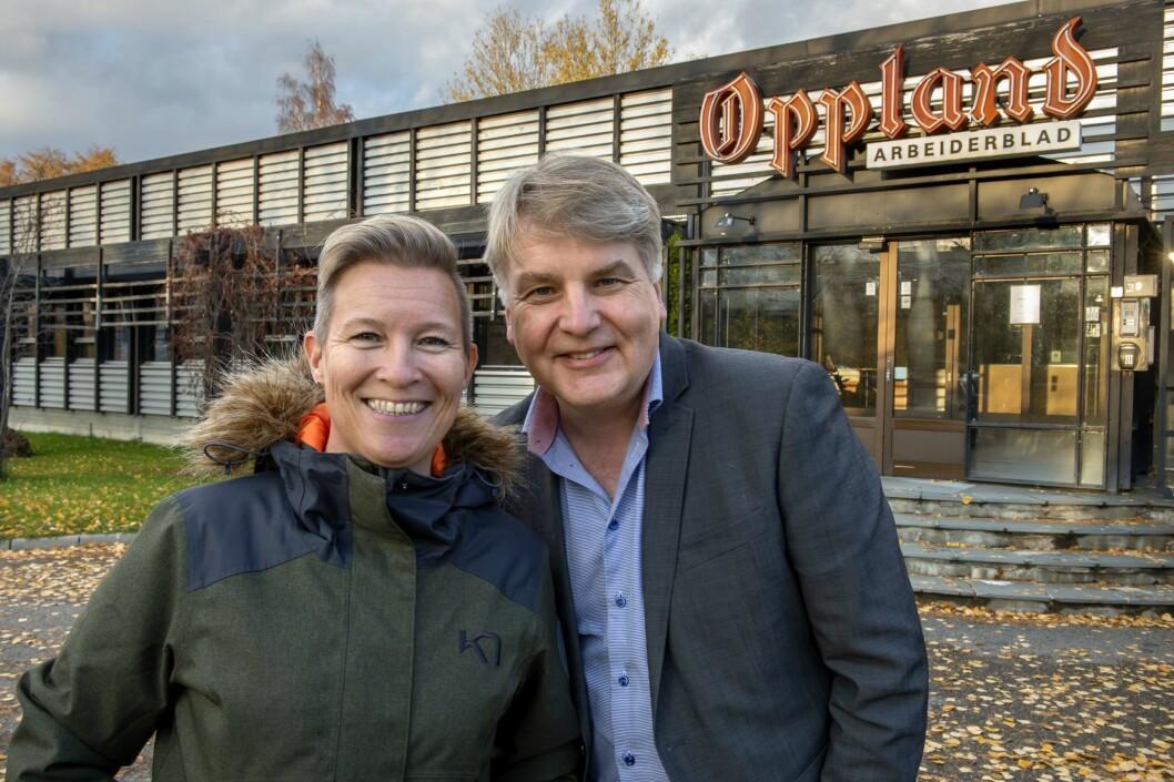Anita Gjøs begynner i ny jobb fra januar 2020. Her med ansvarlig redaktør og daglig leder Erik Sønstelie.